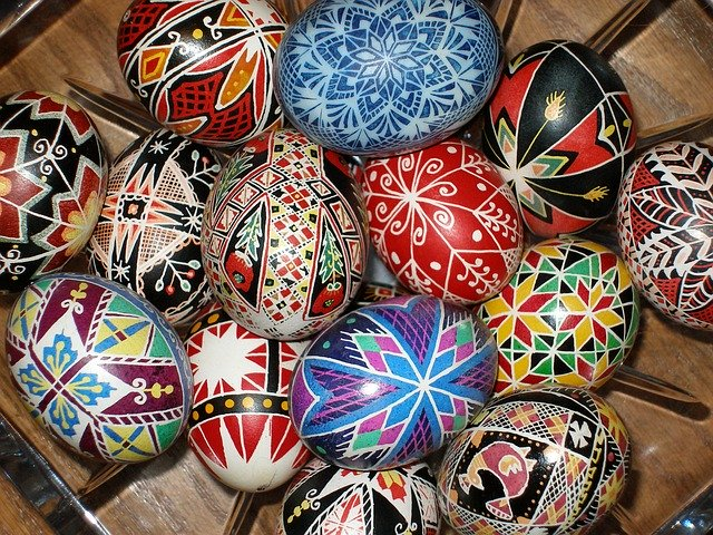 https://www.droithumain.pl/wp-content/uploads/2020/04/pysanky-1893035_640.jpg