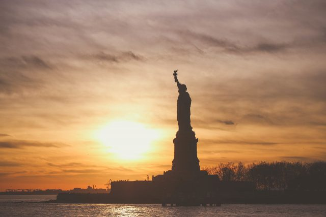 https://www.droithumain.pl/wp-content/uploads/2021/09/statue-of-liberty-1210001_1280-640x427.jpg